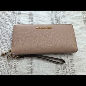 Michael Kors blush wallet